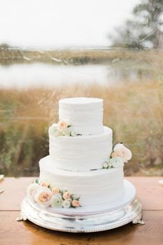 Classic white floral topped cake: http://www.stylemepretty.com/virginia-weddings/susan/2016/01/29/classic-nature-inspired-bayvue-estate-virginia-wedding/ | Photography: Shannon Moffit - http://www.shannonmoffit.com/