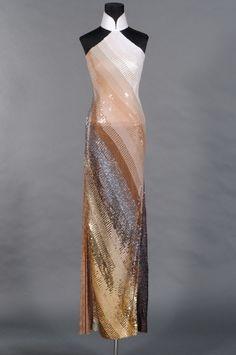 二零零零年代影星楊紫瓊穿着的同款露肩人字襟釘亮片長衫