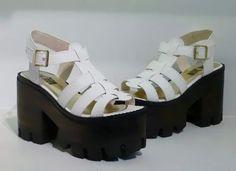 Sandalia Plataforma Tractor - tequilaonline Chunky Shoes, Flats, Sandals, Beautiful Shoes, Summer Shoes, Kimono, High Heels, Footwear, Wedges