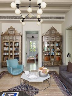 Inside Raya Raphaël Nahas' art-filled home in Beirut - Architecture, Interiors, - Architectural Digest Middle East Living Room Lounge, Living Room Art, Living Spaces, House Furniture Design, Home Furniture, House Design, Interior Design Vignette, Interior Design Living Room, Modern Moroccan