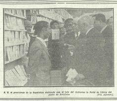 """Visita del presidente de la República Niceto Alcalá Zamora y del jefe de Gobierno Manuel Azaña a la primera edición  de la Feria del Libro de Madrid. (""""La Libertad, 30 de abril de 1933"""")."""