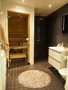 Kylpyhuone Valkoinen Lattia : Tumma kylpyhuone solo la vita by m Bathroom Lighting, Bathtub, Mirror, Furniture, Home Decor, Bathroom Light Fittings, Standing Bath, Bathroom Vanity Lighting, Bathtubs