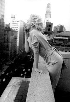 1950年~1960年のスタイルアイコン Marilyn Monroe - 「明日という字は、明るい日とかくのね・・・」