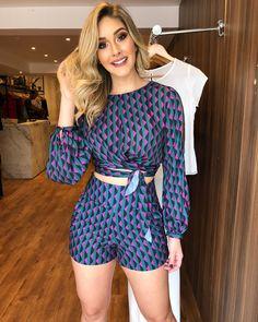 PREVIEW WINTER NOVIDADES lindíssimas na loja!❤️ . . Cropped :199,90; Short: 179,90; Tamanhos: P, M e G. . . #previewwinter2018 #lancamento #colecaonova #colecaooutonoinverno #vendaonline #lojaonline #lojavarejo #style #fashion #emporiofashionloja Sporty Outfits, Classy Outfits, Look Con Short, Spring Work Outfits, Western Dresses, Stunning Dresses, Outfit Goals, Summer Wear, Feminine Style
