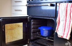 The BEST Way To Clean An Oven (It's SO Easy!) - Expert Home Tips Natural Oven Cleaning, Oven Cleaning Hacks, Cleaning Agent, Household Cleaning Tips, House Cleaning Tips, Deep Cleaning, Homemade Oven Cleaner, Clean Freak, Clean House