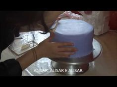 Glacê mármore igual pasta americana - YouTube Bolo Cake, Butter Dish, Dishes, Youtube, Sprinkle Cakes, Cake Decorating Techniques, Candy Decorations, Royal Icing, Food