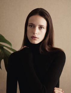 她是性愛成癮的女人,也是最美麗的法式時尚教本:Stacy Martin - The Femin