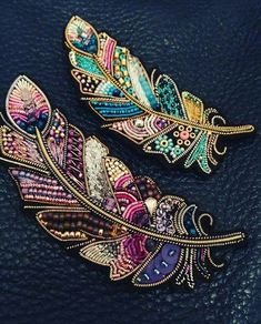 Best 11 Feather brooches by Evgenia Vasileva. Bead embroidered and fringed – Japanese seed beads, firepolished crystals, nmetal findings. – Page 501307002269943634 – SkillOfKing.ComInformations About Best 11 Feather brooches by Evgenia Vasileva. Bead Embroidery Jewelry, Gold Embroidery, Embroidery Fashion, Embroidery Patterns, Beaded Jewelry, Embroidery Dress, Beaded Bracelets, Diamond Jewelry, Diy Jewelry
