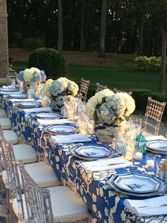 Dining alfresco, in blue and white