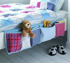 sewing idea: bed storage for boys room/kids room. love this idea its cute for decor and some/minimal storage! Bed Organiser, Bedside Organizer, Pocket Organizer, Hanging Organizer, Fabric Organizer, Diy Organizer, Sewing Hacks, Sewing Crafts, Sewing Ideas