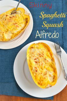 Skinny Spaghetti Squash Alfredo - beim nächsten mal noch etwas aufpimpen... mehr Frischkäse? insgesamt mehr Sauce? Muskatnuss? Tomaten? etwas Schärfe? Petersilie? Thymian?