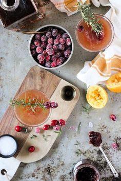 Oh this is a great list! 18 Christmas and holiday Fizzy Cocktails Guaranteed To Get You Kissed At Midnight!