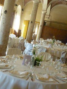 Aromatiche ....e candidi fiori bianchi dentro le scuderie di Scorgiano  Toscana