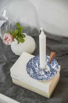 DIY Make a candle stick with old porcelain. Make your own candlestick of old china Upcycled Crafts, Diy And Crafts, Crafts For Kids, Support Bougie, Do It Yourself Inspiration, Creation Deco, Diy Interior, Diy Candles, Diy Projects To Try