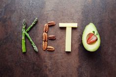 What exactly is the Keto diet? The Keto diet has been very trendy the last few years . The Ketogenic diet is designed to help you lose weight and fat Keto Foods, Ketogenic Recipes, Keto Recipes, Keto Meal, Lunch Recipes, Dinner Recipes, Potluck Desserts, Keto Diet For Vegetarians, Aperitivos Keto