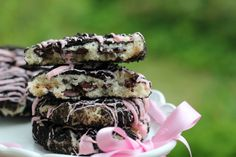 Looks delicious! Oreo Cheesecake Cookies (If you look on the right side of the webpage (and scroll down) you will find a button that will allow you to translate her recipes into English.)