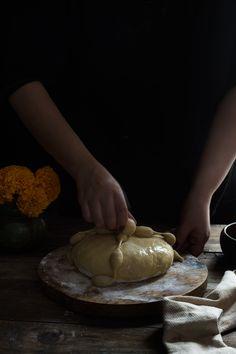 PAN DE MUERTO | RÚSTICA Ethnic Recipes, Pizza, Food, Gold Leaf, Pan De Muerto, Dough Balls, Artisan Bread, Food Recipes, Breads