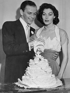 For her November 1961 wedding to Frank Sinatra, Ava Gardner wore a halterneck dress with a sheer shawl in the signature Fontana va-va-voom style. Old Hollywood, Viejo Hollywood, Hollywood Couples, Hollywood Glamour, Classic Hollywood, Celebrity Wedding Photos, Celebrity Wedding Dresses, Celebrity Weddings, Celebrity Couples