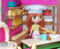 Blythe Littlest Pet Shop and the L'il Woodzeez Tickle Your Taste Buds Bakery.