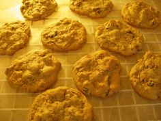 Date & Raisin Cookies - A chewy cookie packed with chopped dates and raisins and a hint of cinnamon. Butter Ball Cookies Recipe, Raisin Cookie Recipe, Raisin Cookies, Cookie Recipes, Recipe Using, Love Food, Brown Sugar, Baking Soda, Dates