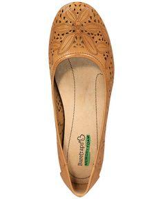Comfortable Flats, Comfy Shoes, Casual Shoes, Short Cowgirl Boots, Black Flats Shoes, Flat Shoes, Work Pumps, Shoe Company, Dress Shirts For Women