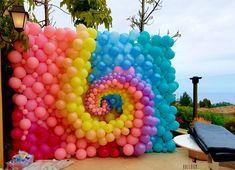Feeling soooo mesmerized by this balloon swirl!! #birthdayparty #balloonwall