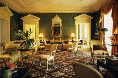 10 David Easton interiors reveal how he uses needlepoint rugs to modernize the English country house look and add warmth to neoclassical rooms. Beautiful Interiors, Beautiful Homes, British Colonial Decor, Room Size Rugs, Neoclassical Architecture, Floral Room, White Fireplace, Georgian Homes, Green Rooms