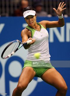 Nachrichtenfoto : Chinese tennis player Li Na returns the ball. Sexy Golf, Wuhan, French Open, Australian Open, Sports Fails, Venus And Serena Williams, Dancer Photography, Tennis Clothes, Tennis Outfits