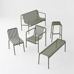 Palissade est une collection de meubles pour l'extérieur conçu par les frères Bouroullec pour l'éditeur danois Hay. Les pièces de la collection sont fabriquées en tubes de métal standards et conservent un principe formel commun entre toutes. La ...