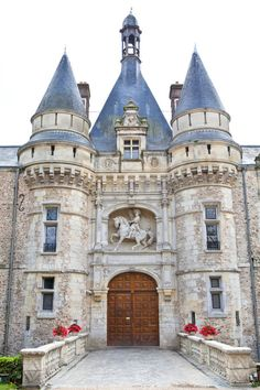 Château d'Esclimont Wedding from One and Only Paris Photography + Le Secret d'Audrey Beautiful Castles, Beautiful Buildings, Beautiful Places, Chateau Medieval, Medieval Castle, Beautiful Architecture, Art And Architecture, Small Castles, Palaces