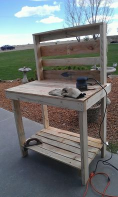 The purple crazy lady-Essentially Mary: Recyled pallet becomes a potting bench