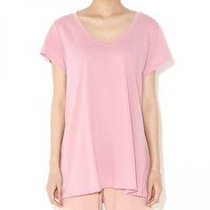 Today's Hot Pick :ベーシックVネック半袖Tee 【BLUEPOPS】 http://fashionstylep.com/P0000WSF/ju021026/out 深めVネックの半袖Tシャツ♪ ベーシックなデザインなので毎日ヘビロテ間違いなし!! コットン100%の肌触りと心地よさも◎ お尻が隠れる丈なのでINでもOUTでも取り入れやすいです。 身長によって着丈感が異なりますので下記の詳細サイズを参考にしてください。 ◆色: ピンク/アイボリー/ネイビー/ブルー