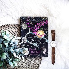 So, I just finished reading this gorgeous book, and I ended up absolutely loving it! 😍In The Bone Clocks, we get to follow Holly Sykes – A young girl who seems to be attracting psychic phenomena - on an adventure through time and space. On a hot summer's day, she runs away from her home by the Thames, and is forever changed by the visions and coincidences she witnesses in the English countryside. Her weekend away is followed by a mysterious and tragic disappearance that haunts the rest of…