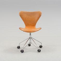 ARNE JACOBSEN / 'Seven' leather upholstered / Fritz Hansen 2003