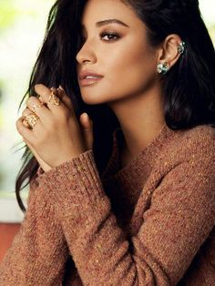 Montre pour femme : Shay Mitchell for BaubleBar fashion jewelry photoshoot 2016