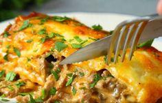 Dit is een van de lekkerste lasagne's ooit zijn. Een van de bekendste gerechten uit Rusland: stroganoff. Combineer dit met een van de bekendste gerechten uit Italië en je maakt... Spaghetti Recipes, Pasta Recipes, Food Tags, Italian Pasta, Gnocchi, Italian Recipes, Lasagna, Slow Cooker, Macaroni