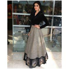 Moda vestidos elegantes fiesta ideas for 2019 Indian Wedding Outfits, Indian Outfits, Indian Attire, Indian Wear, Indian Designer Outfits, Designer Dresses, Designer Sarees, Fashion Trends 2018, Fashion News