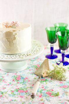 bolo de chocolate branco com curd de maracujá