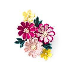 軽やかに色を重ねたモダンな花姿。|軽やか素材の色重ね 端正な表情に魅せられる つまみ細工ブローチの会