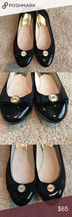 Michael Kors Flats size 8.5 Like new Michael Kors black patent leather flats with bow and gold hardware. Only been worn a couple times and sole is in perfect condition. No scratches or marks. Michael Kors Shoes Flats & Loafers