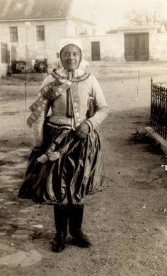 Old Photos, Westerns, Dress, Old Pictures, Dresses, Vintage Photos, Vestidos, Gown, Gowns