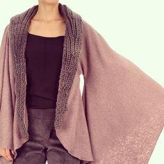 """""Come to me again in the cold cold 'day'""... Perfeito para dias cinza como esse na cidade da garoa! ✨  Quer?! Amou?! Está na pré-venda do @thestylistbr ! Nossa coleção especial! JÁ!  #rainyday #morning #goodmorning #cold #autumn #coldday #day #kimono #wool #knit #handmade #brazil #brasil #cisô #cisôatelier #thestylist #thestylistbr #sale # #✨ #"" Photo taken by @cisoatelier on Instagram, pinned via the InstaPin iOS App! http://www.instapinapp.com (05/23/2014)"