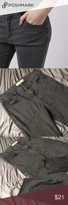 TOPSHOP Leigh W28 x L30  Perfect condition, super soft, stretchy material. grey color, looks like a faded black and bottom of legs are raw edge and distressed Topshop Jeans