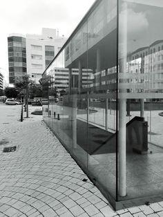 Fragmentos de la urbe 31. #design #graphicdesign #diseñografico #diseño #streetphotography #fotografiadelacalle #picoftheday #fotodeldia #matostudiodesign @matostudio #blackandwhitephotography #blancoynegro #photoshoot https://www.facebook.com/MatostudioDesign/