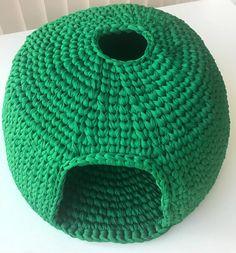 DIY Crochet Cat Cave Knitting For BeginnersKnitting HatCrochet PatronesCrochet Amigurumi Gato Crochet, Crochet Cat Toys, Crochet Diy, Crochet Home, Crochet Gifts, Diy Cat Bed, Cat Beds, Cat Litter Mat, Cat Pattern