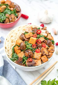This is a great recipe for a healthy weekday lunch. Simply delicious and nutritious tofu stir fry with mushrooms, spinach and garlic soy sauce. Tofu Mushroom Recipe, Mushroom Recipes, Vegan Vegetarian, Vegetarian Recipes, Tofu Stir Fry, Spinach Stuffed Mushrooms, Soy Sauce, Great Recipes, Nom Nom