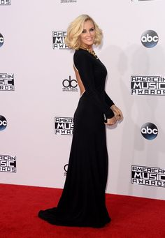 Pin for Later: Seht hier alle Stars auf dem roten Teppich bei den American Music Awards! Jenny McCarthy