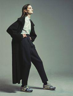' Lessons In Winter Outwear ' Carly Moore, maquillaje por Mayumi Oda, peluqueria por Laurent Mole, edicion por Benjamin Galopin para CR Fashion Book December 2014 por Philip Messmann ph.