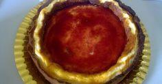 Esta tarta la llevó mi compañera Isa al centro donde trabajo estaba riquísima yo la hice pero con mermelada de naranja amarga los ingredientes por más que se los pedí no me los llegó a dar aquí os dejo la receta que yo hice si algún día me los dice os lo comunicaré.......INGREDIENTES: _6huevos _500gr. de queso fresco _2yogures naturales _2medidas deazúcar _2medidas de harina _2medidas de leche _2medidas de nata _1pizca de mantequillaELABORACIÓN: _se unta un molde con mantequilla _se enciende…