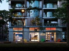 Clou store_ by night.